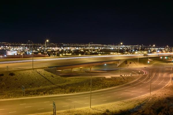 阿布奎基的夜晚燈火通明,幾十英里外就可看見。