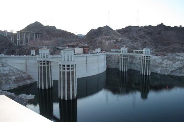 世界偉大的建築工程之一:位在內華達州和亞歷桑那州之間的胡佛水壩。