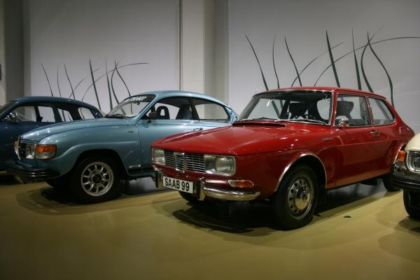 SAAB 99車型。從原本圓潤的側邊線條逐漸走向現代風格。