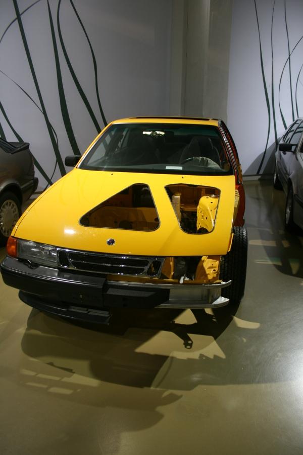 出自義大利名設計師喬治亞羅(Giorgetto Giugiaro)、和FIAT Croma 以及LANCIA Thema共用底盤元件的9000車型。