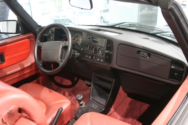 駕駛人取向的SAAB駕駛艙設計。