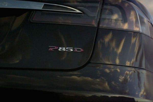 車尾的P85D鉻牌宣誓性能