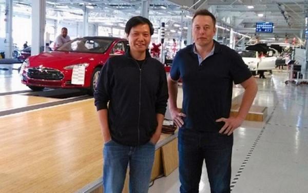 雷軍(左)將帶著小米經驗勇闖電動車產業
