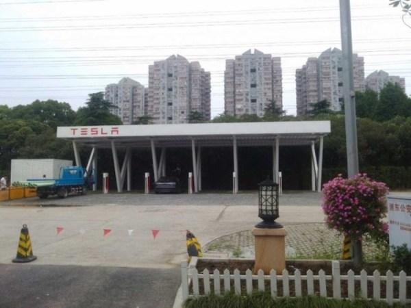 位在上海浦東金橋的TESLA超級充電站