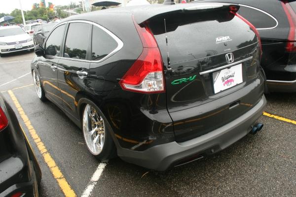 HONDA CR-V成了旅行車?驚!看看那後輪的Camber角度。